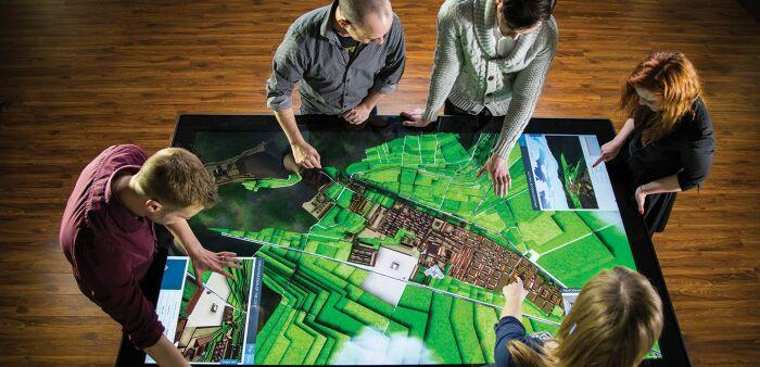 Стильный, эффектный и необычный стол, который можно использовать для работы. /Фото: evget.com