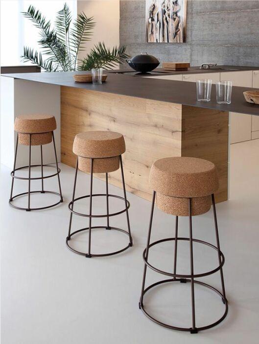 Важна не только красота, но и высота стульев. /Фото: i.pinimg.com