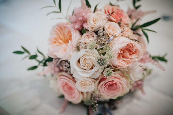 Хранить цветы лучше на холоде. /Фото: st2.depositphotos.com