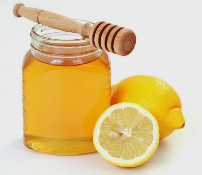 Лимонный сок можно применять, если на губах нет трещинок. /Фото: lady1.net