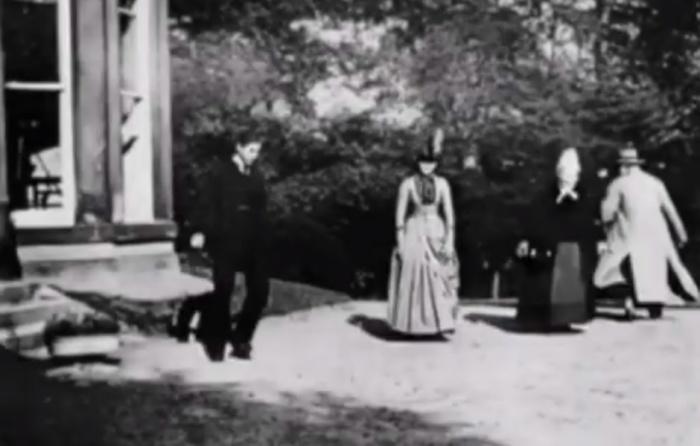 Кадр из фильма «Сцены в саду Раундхэй».