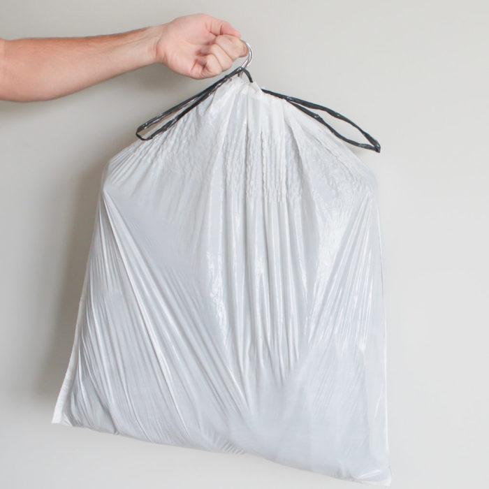 Мусорные пакеты — важная деталь лёгкого переезда. /Фото: gpsztwtsi4-flywheel.netdna-ssl.com