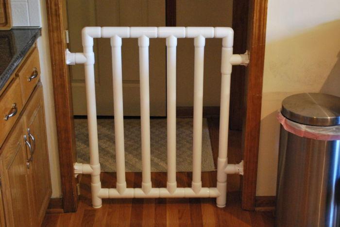 Ограждение помешает ребенку выйти из комнаты. /Фото: cdn.instructables.com