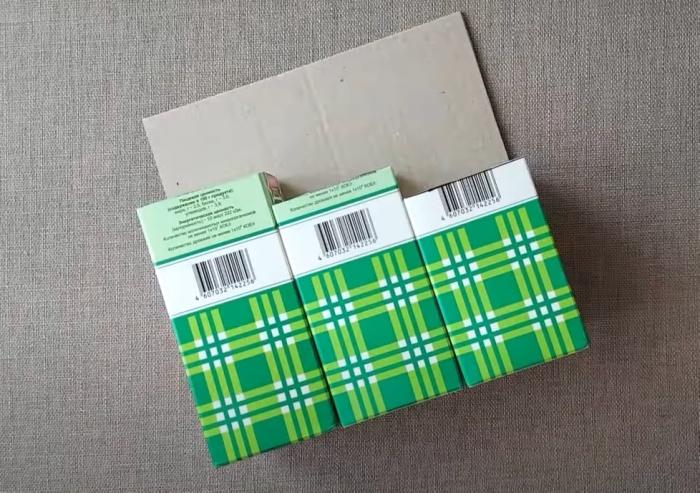Основа из картона придает конструкции лучшую устойчивость. / Фото: youtube.com