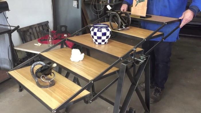 Многозадачная мебель, которой очень просто пользоваться. /Фото: i.ytimg.com