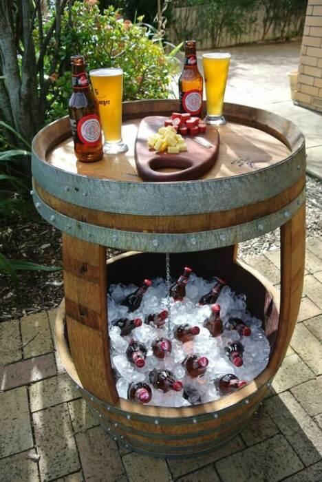 Столик и мини-«холодильник» одновременно. /Фото: homebnc.com