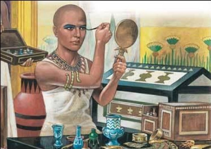 В древнем Египте тени наносили для защиты от злых духов и конъюнктивита. /Фото: ancientpages.com