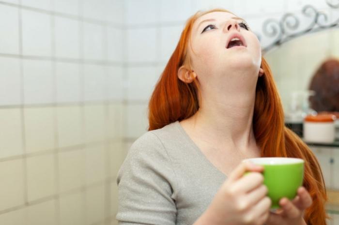 Полоскание с луком вместо лекарств. /Фото: narodnymi.com