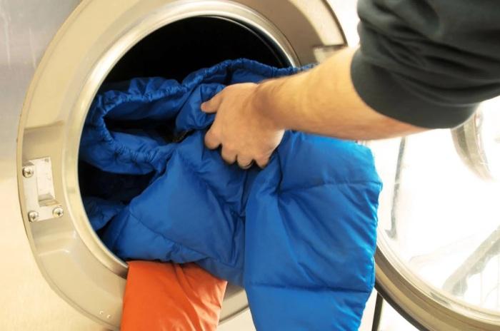 Мембранную одежду лучше стирать отдельно от других вещей. /Фото: avatars.mds.yandex.net