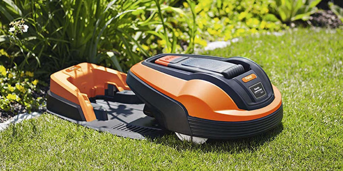 Flymo Robot позволяет спокойно отдыхать в саду, не отвлекаясь на стрижку газонов. /Фото: mydreamhaus.co.uk