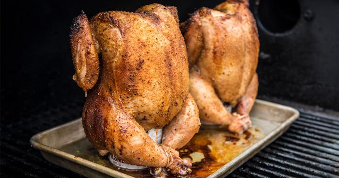 Курица, приготовленная на банке с пивом – прекрасное блюдо для любого стола. /Фото: traegergrills.com.au