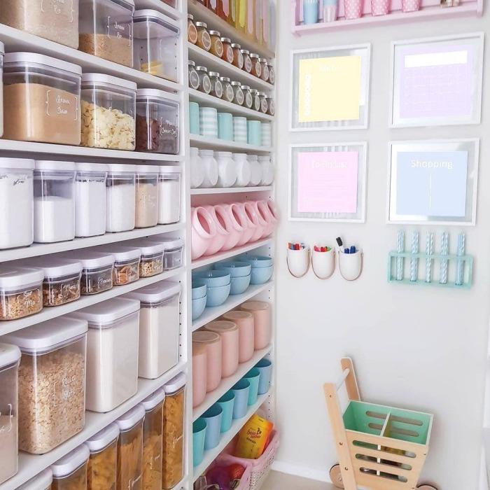 Емкости одного типа создают особую эстетику хранения. /Фото: scontent-iad3-1.cdninstagram.com