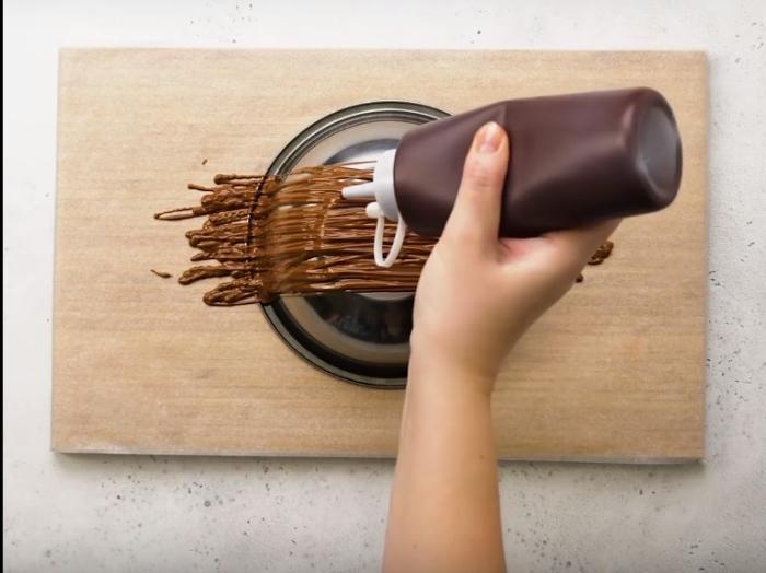 Это не займет много времени, но эффектно украсит любое блюдо.
