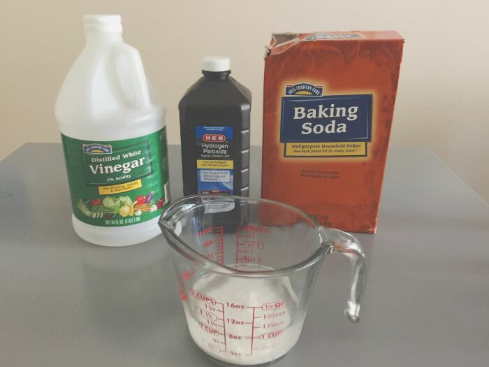 Подручные средства тоже неплохо помогают в борьбе с запахами. /Фото: i.pinimg.com