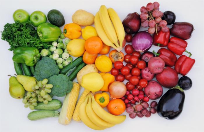Овощи и фрукты — кладезь полезных витаминов и минералов. /Фото: uploads-ssl.webflow.com
