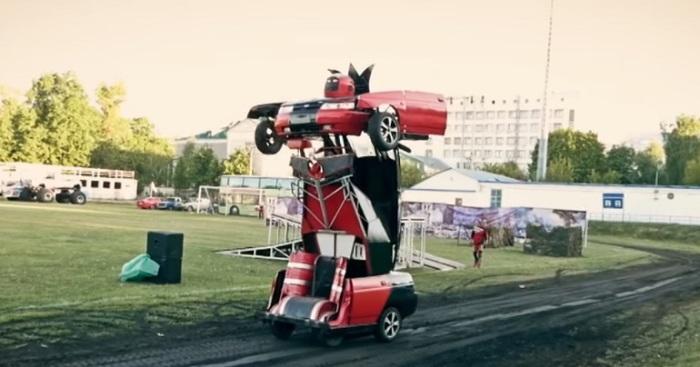 «Лада» трансформируется в робота «Оптимус Геннадьевич Праймов». /Фото: scienews.com