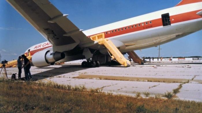 Инцидент с самолетом без топлива чудом обошелся без жертв. /Фото: i1.wp.com