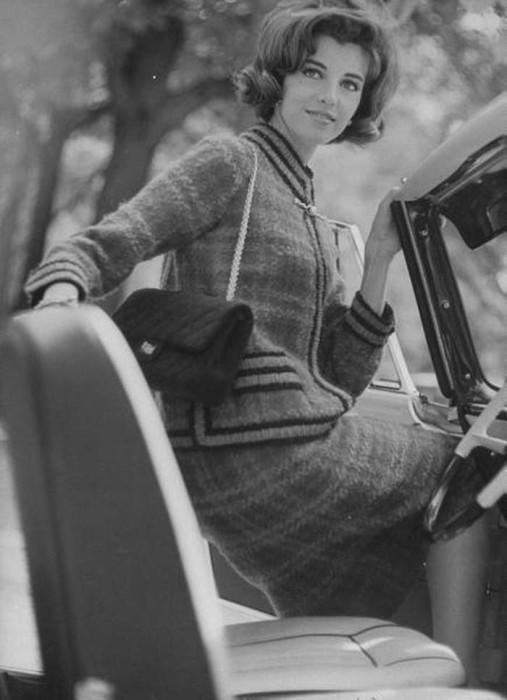 Шанель освободила руки женщин, добавив к сумочке длинную цепочку. /Фото: i1.wp.com
