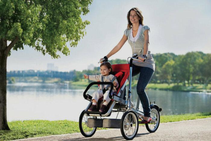 Велоколяска – удобное решение для передвижения с ребенком. /Фото: tagabike.eu