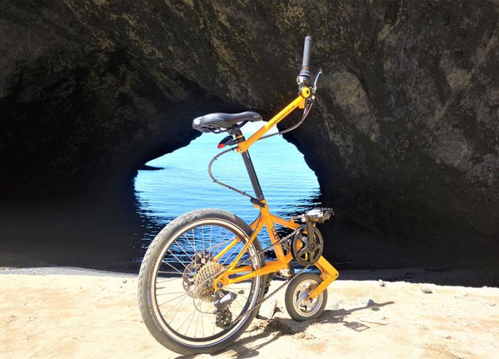 Немного не байк, но уже не моноцикл. /Фото: outre.jp