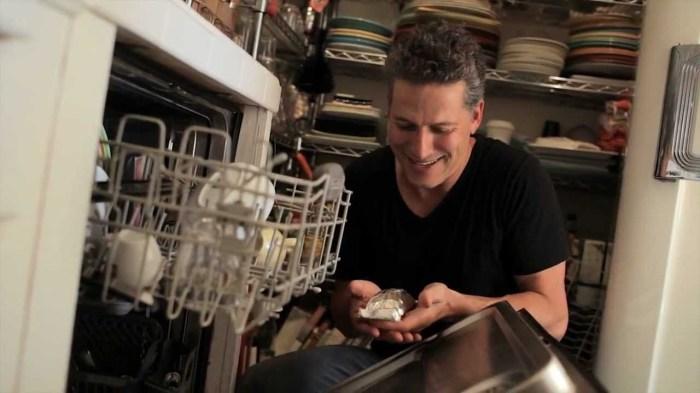 Зачем нужна духовка, если у нас посудомоечная машина стоит без дела? /Фото: i.ytimg.com