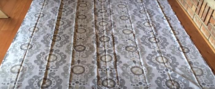 Подбираем подходящий отрез ткани. /Фото: youtube.com