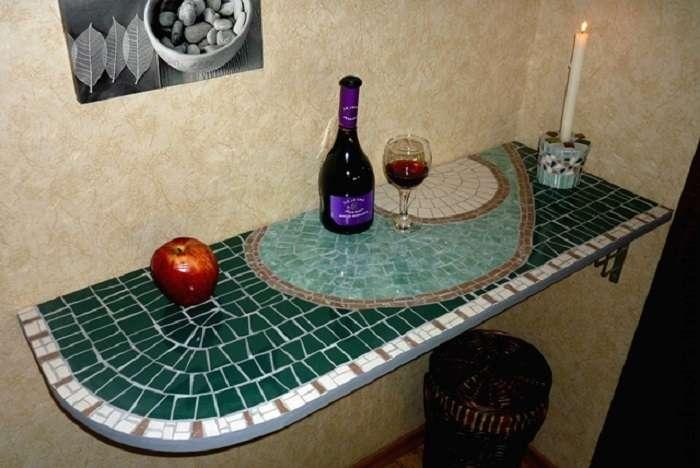 На самом деле битая плитка — очень даже полезный и красивый материал для отделки. /Фото: sneznoe.com