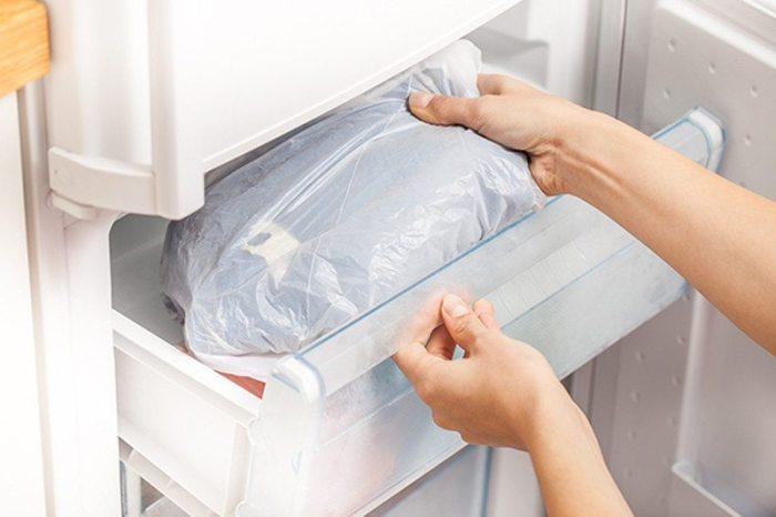 Постельное белье в морозилке – это правильно. /Фото: stozabot.com