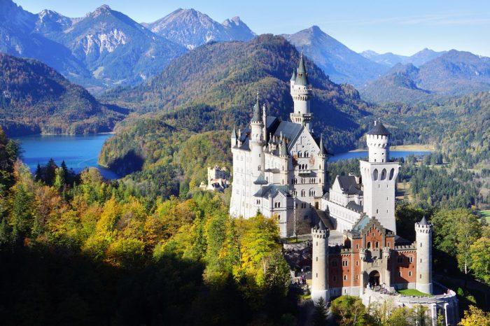 Легендарный замок Нойшванштайн, годы строительства: 1869 — 1886. /Фото: hotelfuessen.de