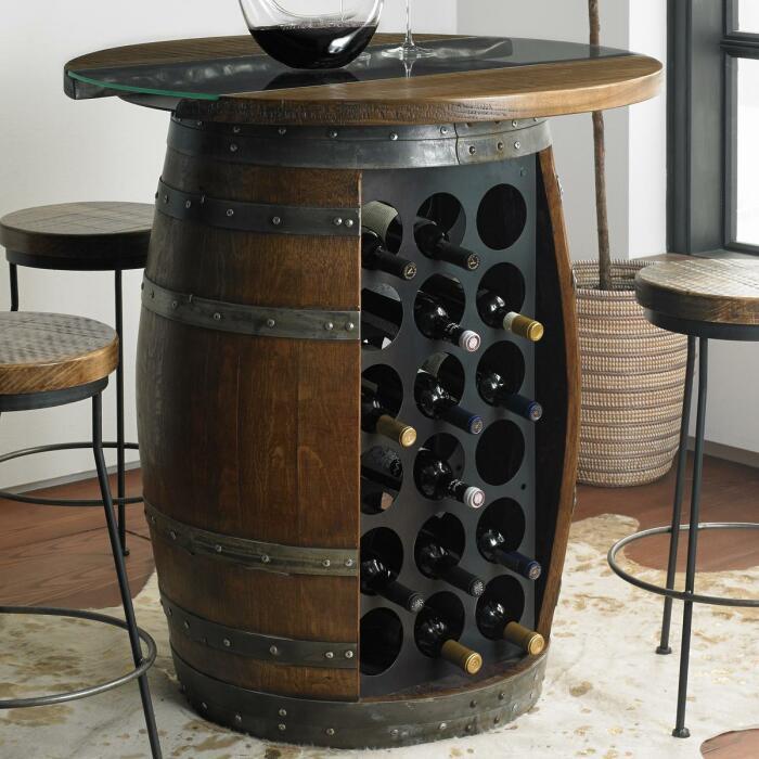 Винный шкаф из бочки создает винтажную атмосферу. /Фото: i8.amplience.net