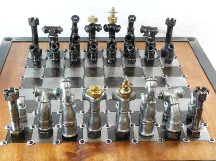 Шахматы из болтов и гаек станут замечательным подарком любителю стимпанка. /Фото: s.hdnux.com