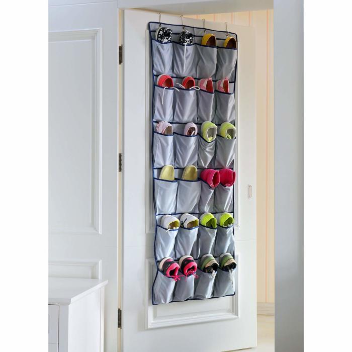 Подвесные органайзеры разгружают прихожую от обуви. /Фото: images-na.ssl-images-amazon.com