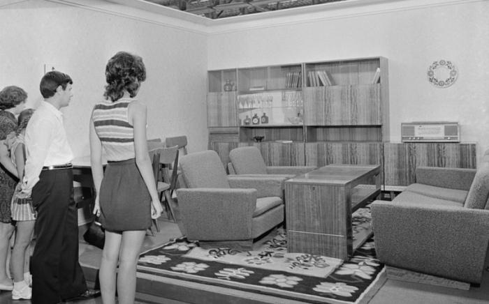 Обновить мебель в сжатые сроки можно было за взятку. /Фото:sun9-14.userapi.com