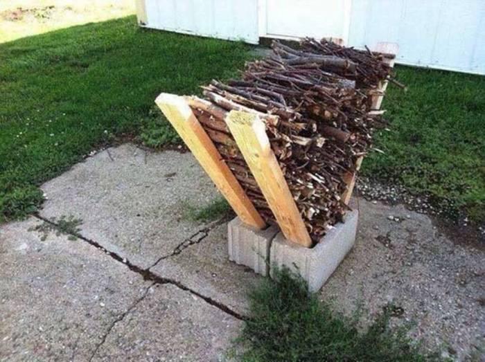 Небольшая дровница позволяет компактно хранить дрова и сучья. /Фото: decorordesign.com