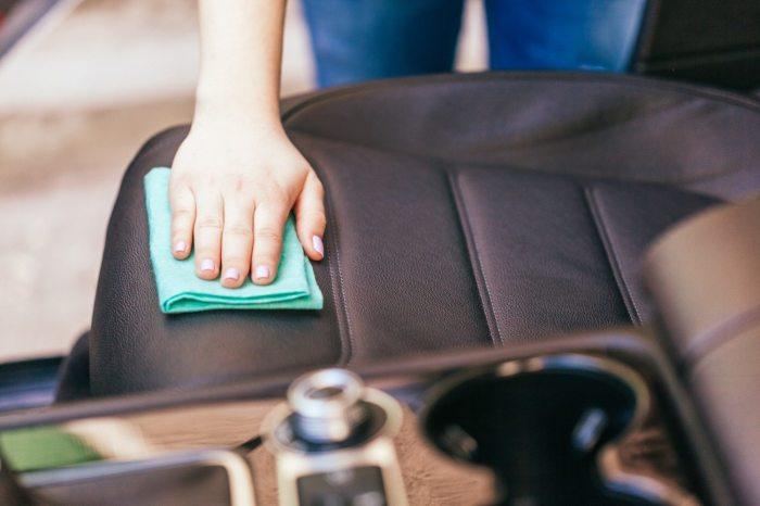 Если не забывать о качественной уборке, в авто будет значительно комфортнее. /Фото: simplemost.com