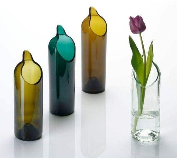 Срезанные бутылки еще больше похожи на настоящие вазы. /Фото: 1.bp.blogspot.com