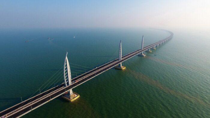 Вид на мост с высоты птичьего полета. /Фото: cdn.businesstraveller.com