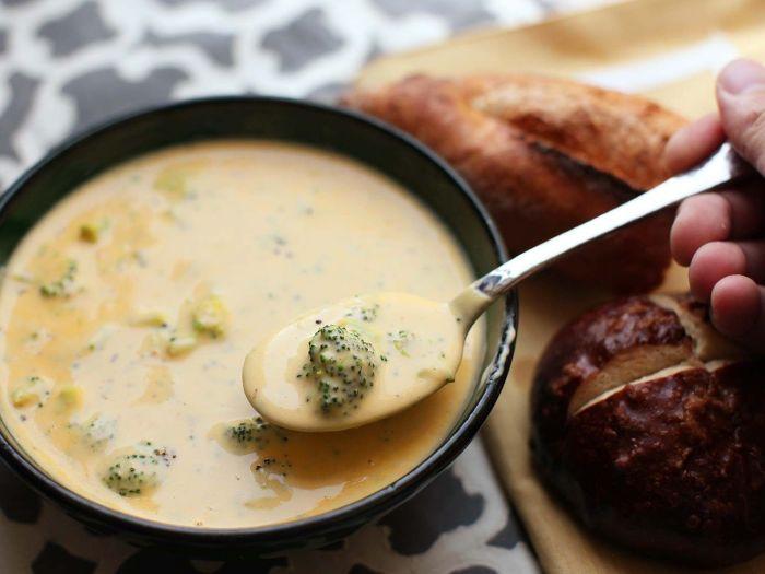 Суп — очень сытное и полезное блюдо, которое рекомендуется употреблять хотя бы два раза в неделю. /Фото: i.pinimg.com