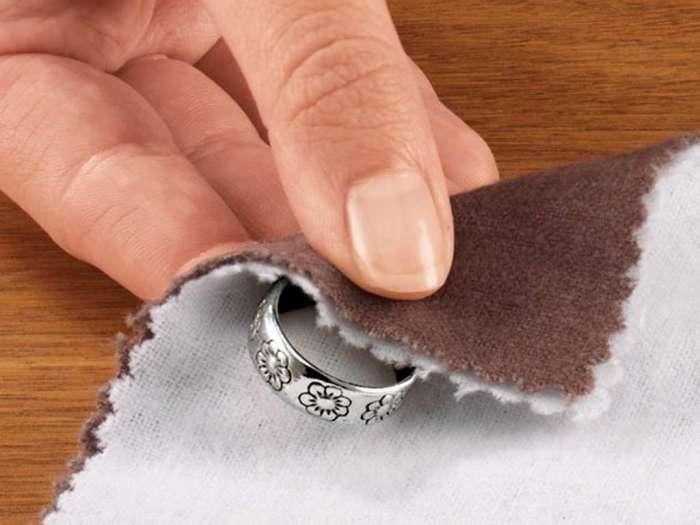 Благодаря мелу можно не проводить регулярную чистку украшений. /Фото: pp.userapi.com