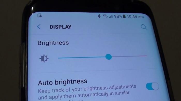 Автоматическая настройка яркости потребляет энергию. /Фото: qph.fs.quoracdn.net
