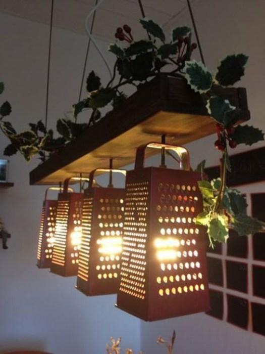 Светильник из терок смотрится интригующе. /Фото: pinimg.icu