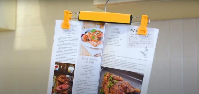 С таким небольшим дополнением готовить на кухне станет гораздо удобнее. /Фото: youtube.com