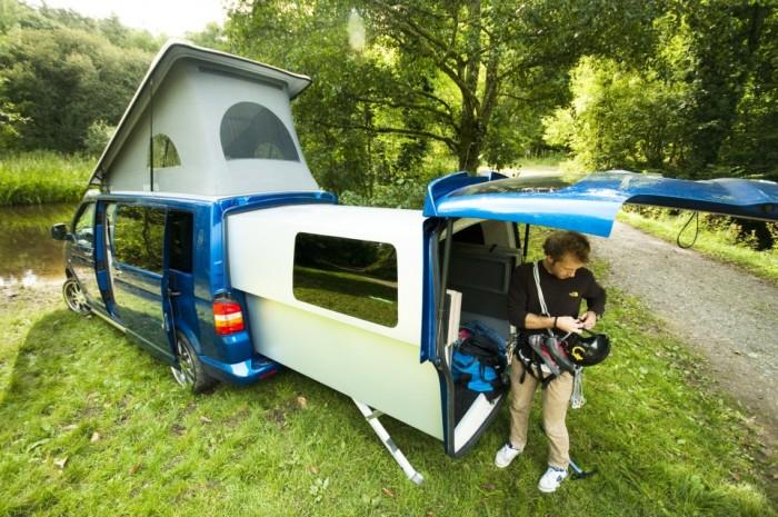 За счет выдвижного модуля фургон легко трансформируется в автодом. /Фото: weburbanist.com
