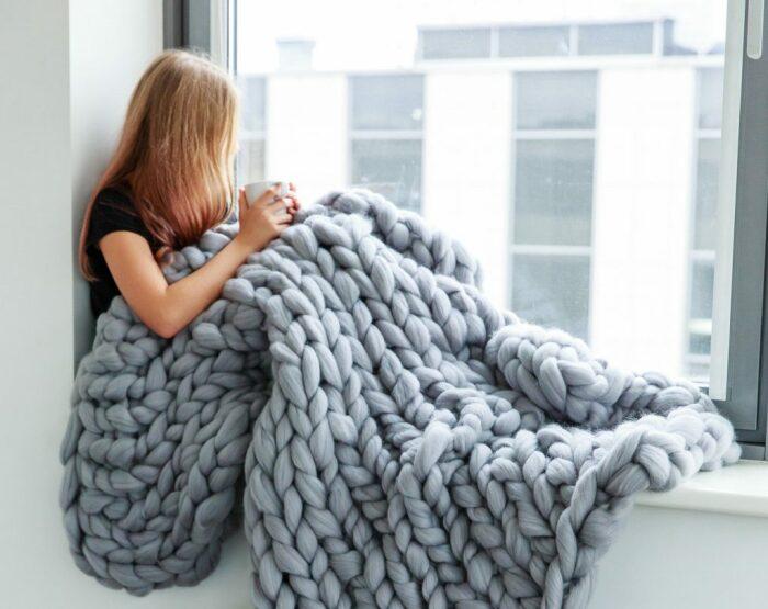 В теплый плед так уютно закутаться холодным днем. /Фото: uniquegifts.shop