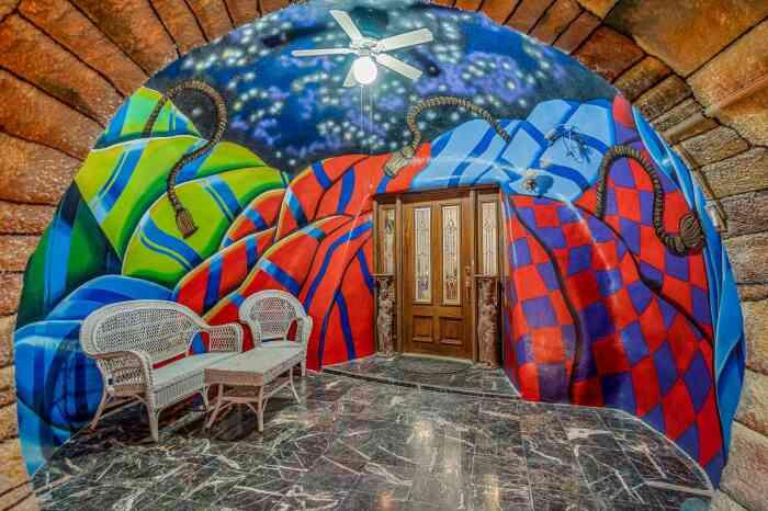Вид из тоннеля в холл. /Фото: the-sun.com
