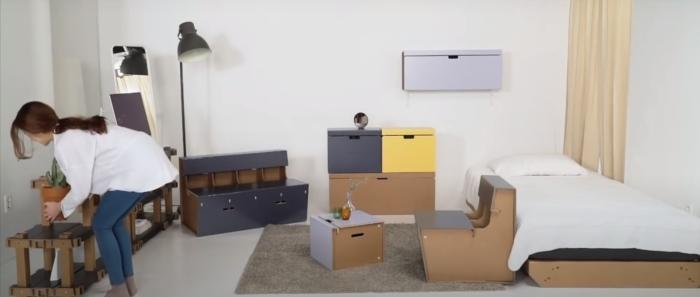 Вся «мебель» сделана из картона. /Фото: youtube.com