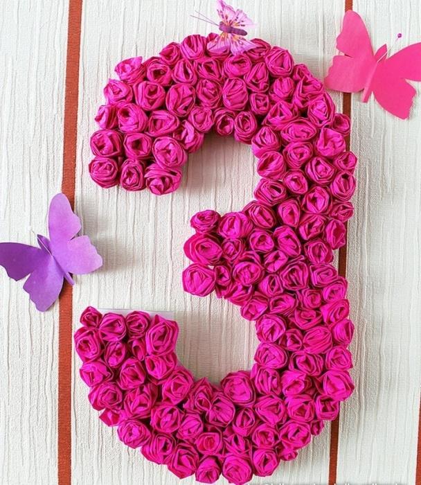 Цифра из роз станет отличным дополнительным подарком к основному презенту. /Фото: remontbp.com
