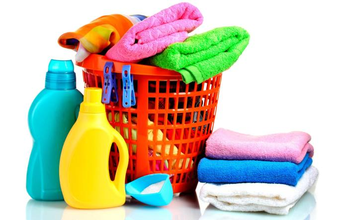 Отбеливатель для удаления пятен, может испортить внешний вид одежды, если используется неправильно. /Фото: etiquetadeseguridad.com