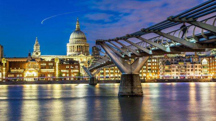 Мост Миллениум в Лондоне. /Фото: live.staticflickr.com