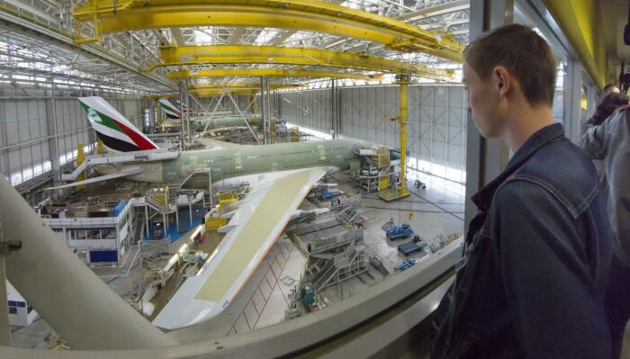 Заводы Airbus открыты для посетителей, но фотографировать запрещено. /Фото: ldorganisation.com